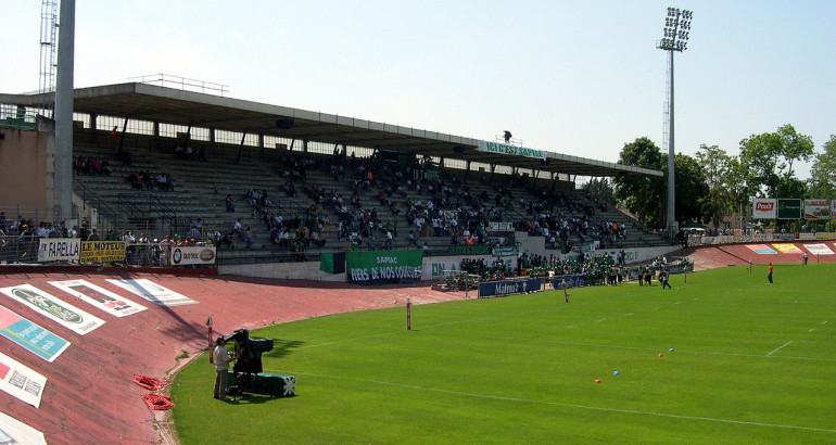 1280px-Stade_Sapiac_-_Tribune_d'honneur